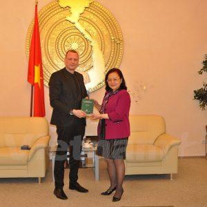 Bộ Tư pháp bang Brandenburg tặng 200 sách luật cho Việt Nam
