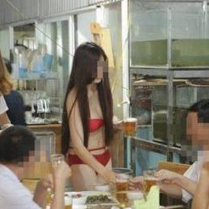 Đình chỉ kinh doanh nhà hàng cho tiếp viên mặc bikini tiếp khách