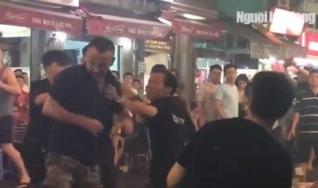 Khách nước ngoài đi du lịch tại Việt Nam bị đánh bầm dập ở Thành phố Hồ Chí Minh
