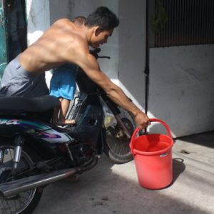Nhiều hộ dân Sài Gòn bị cúp nước từ tối đến trưa