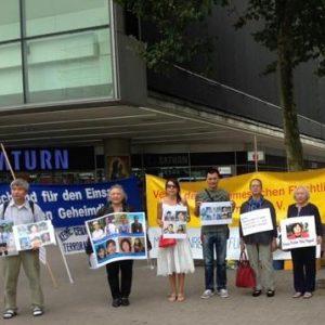 Người Việt tại thành phố Hamburg phản đối mật vụ Việt Nam bắt cóc người xin tỵ nạn (Trịnh Xuân Thanh)