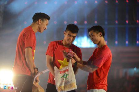 Mỗi cầu thủ U23 Việt Nam nhận hơn 10 triệu đồng tiền thưởng