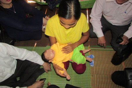Việt Nam: Bị nhiễm Zika, cháu thở nặng, hay phát ra tiếng khò khè, đầu thì không phát triển.