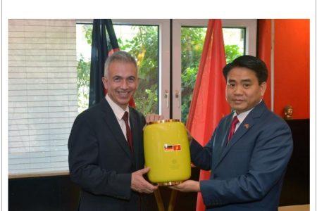 Chủ tịch Hà Nội Nguyễn Đức Chung tới Đức giữa căng thẳng ngoại giao