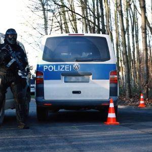 Chỉ trong một đêm, Cảnh sát đã truy bắt được hai vụ đưa người Việt Nam vượt biên bất hợp pháp vào Đức