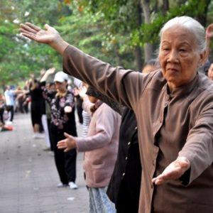 Việt Nam đang già đi trước khi trở nên giàu có
