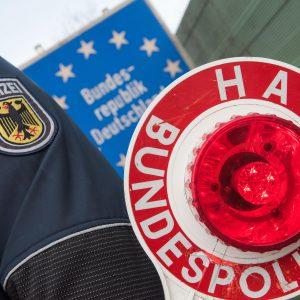 Cảnh sát liên bang Đức phát hiện bốn người Việt Nam trốn dưới lớp áo khoác để nhập cảnh trái phép