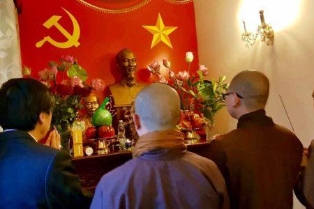 """Người Việt tại Đức đưa Phật đến nhà hàng và tôn giáo """"định hướng XHCN"""""""