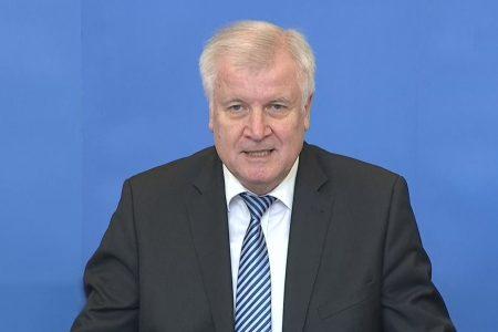 Bộ trưởng Nội vụ Seehofer tuyên bố xiết chặt luật tị nạn tại Đức