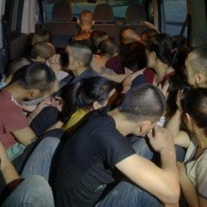 26 người Việt Nam bị lèn chặt trong khoang xe và bỏ đói khi vượt biên từ CHXHCN Việt Nam sang Đức.