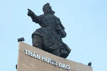 Nhiều người dân Việt Nam phẫn nộ khi chính quyền TP.HCM dời lư hương trước tượng đài Trần Hưng Đạo