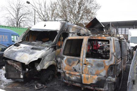 Cháy lớn trong đêm, thiệu trụi 7 xe ô tô tại khu chợ của người Việt tại Berlin