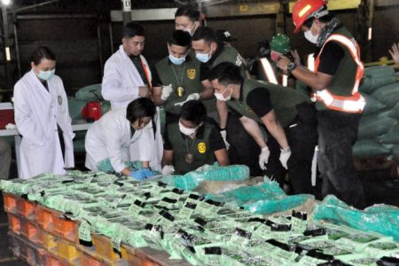 Philippines bắt giữ lượng ma túy đá khổng lồ 276 kg trị giá 30 triệu Euro tại cảng Manila, được chở sang từ TP. Hồ Chí Minh