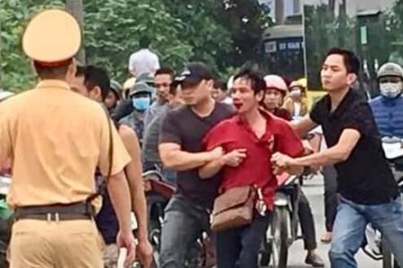 Vietnamese police forces suppress and arrest opponents of the BOT motorway Thăng Long – Nội Bài
