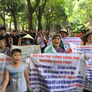 Proteste gegen Landraub und Korruption vor der vietnamesischen Nationalversammlung