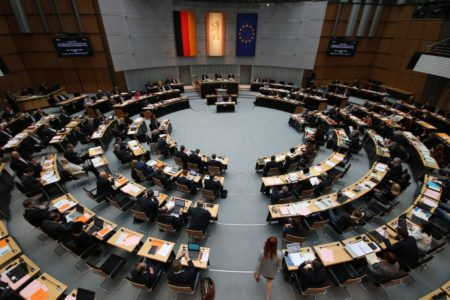 Ủy ban Nội vụ của Nghị viện Berlin thảo luận về vấn nạn đưa lậu trẻ em Việt Nam