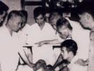 Người quỳ bên giường lúc ông Hồ Chí Minh hấp hối là ai?