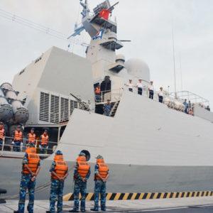 Khởi tố tướng, Hải quân Việt rung động – Dùng hạm cũ, Lính cụ Hồ ra khơi