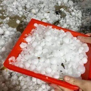 Thiên tai giáng họa miền Bắc Mùng 1 Tết : 10.000 căn nhà bị hư hại, tốc mái do mưa đá, dông lốc