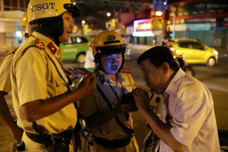 Luật mới tại Việt Nam – Việt Kiều lưu ý chuyện rượu bia khi về ăn Tết 2020