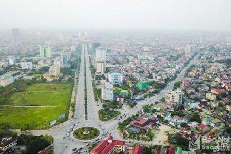 """""""Tỉnh nghèo"""" Nghệ An nhận gạo cứu trợ – dựng tượng Lê Nin"""