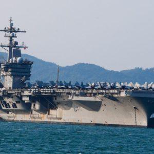 """Dùng laser, Trung quốc """"nhắm thẳng"""" máy bay Mỹ"""