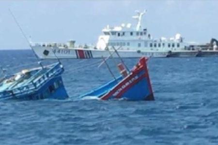 Trung Quốc đâm chìm – Việt Nam cảm ơn