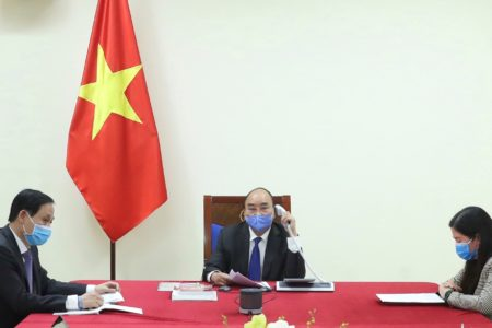 Từ đại dịch: Việt Nam nhìn rõ – Trung Quốc hơn?