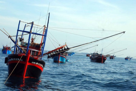 China sinks Vietnamese fishing vessel – Prime Minister Nguyen Xuan Phuc still keep his mouth shut