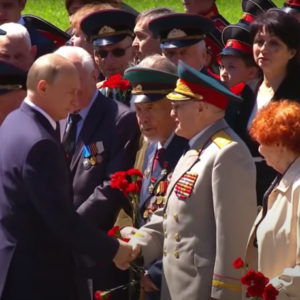 """Nga: Putin muốn ngồi mãi trên """"ngai vàng"""""""