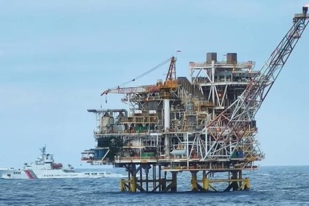 Chinese ships threaten Vietnam's Lan Tay rig and Hanoi's cryptic actions