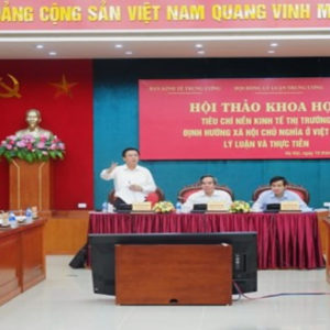 """Việt Nam: Nền kinh tế """"dị dạng"""" đẩy người dân lún sâu vào khủng hoảng"""