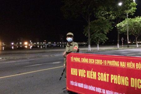 """Việt Nam: Bùng phát viêm phổi Vũ Hán đợt 2 –  cách ly hàng loạt bác sĩ, Bệnh viện nguy cơ """"trống rỗng"""""""