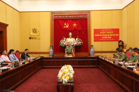 Why did the Minister of Public Security meet the new chief representatives of Vietnam abroad?