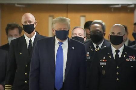 Viêm phổi Vũ Hán gây nguy hiểm ra sao cho Tổng thống Donald Trump?