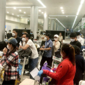 Người Việt về nước bị ép mua vé cách ly 100 Đô mỗi ngày