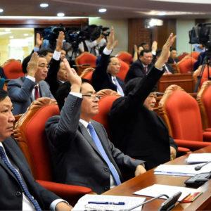 """Hội nghị trung ương 13: Ghế """"ngon"""" đã có chủ – Dân chỉ biết đứng nhìn"""