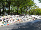 People blocking garbage trucks: Hanoi capital was flooded with 10,000 tons of garbage