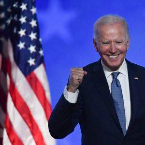 """Bi hài đằng sau chuyện mừng """"Tân tổng thống"""" Biden"""