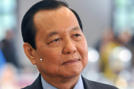 Does Nguyen Xuan Phuc want to destroy Le Thanh Hai's group?