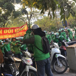 GrabBike drivers protest against the VAT increase, government representative answers unclearly