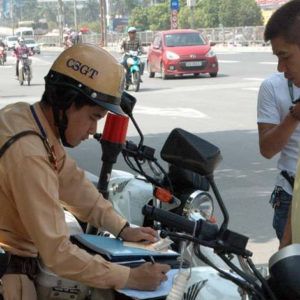 """What people say about the requirement """"Traffic police have to laugh when working with drivers""""?"""