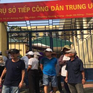 Vào Đại hội – Đảng bất ngờ quây bắt Nhân dân