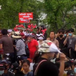 Đảo chính tại Myanmar: 'Cha bắt mẹ'
