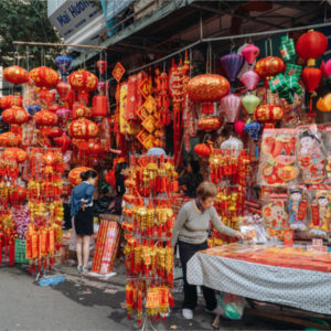 What is Vietnam's economic picture in 2021 as the Covid-19 outbreak re-occurs?