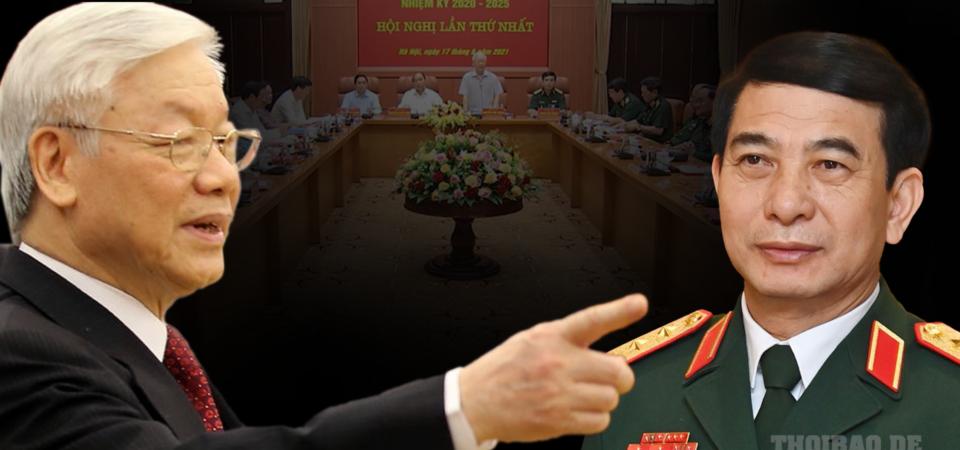 """Họp quân ủy Trung ương, Phan Văn Giang bị đè bởi """"xe buýt 3 tầng"""""""