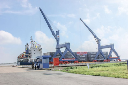 Ports in South Vietnam are congested due to COVID-19 outbreak
